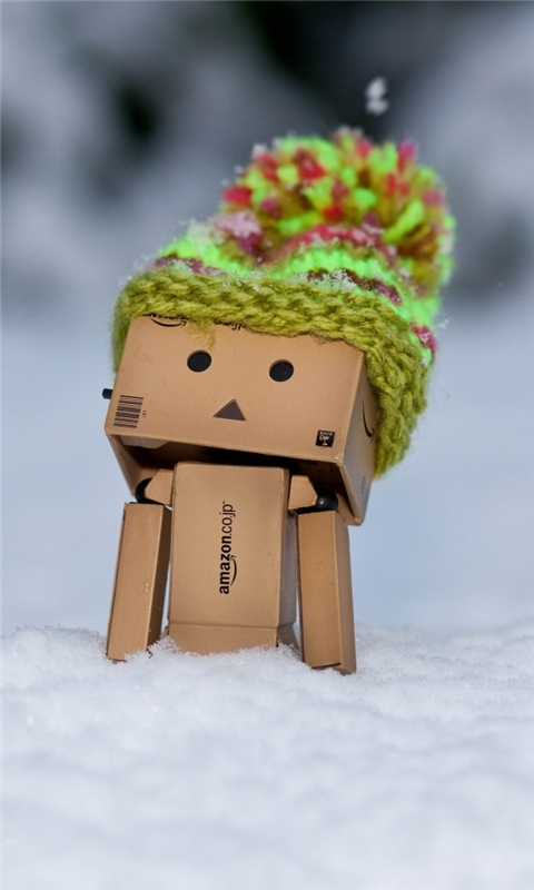 Danbo Discovering Snow Windows Phone Wallpaper