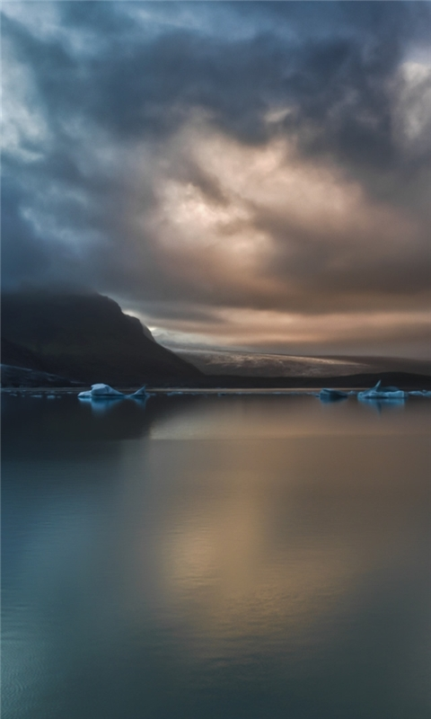 Quiet lake Windows Phone Wallpaper