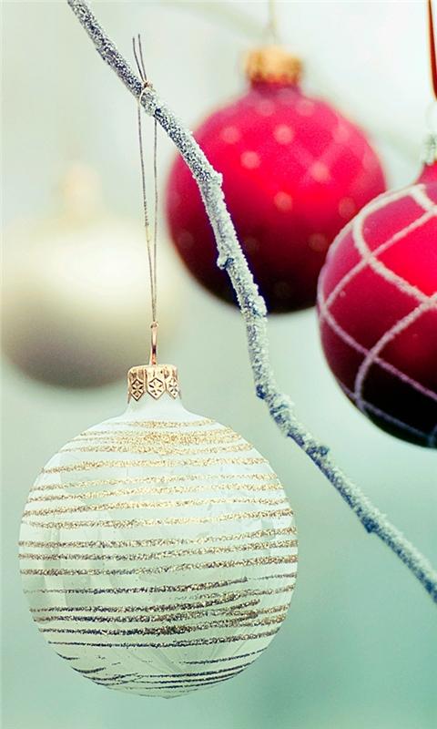 White Christmas ball Windows Phone Wallpaper