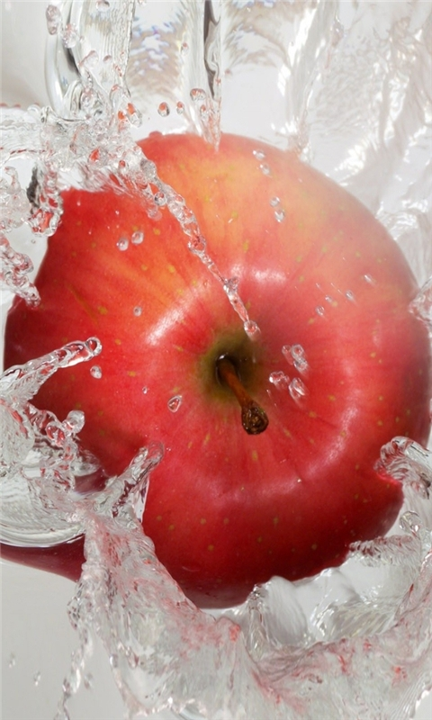 Apple in Water Windows Phone Wallpaper